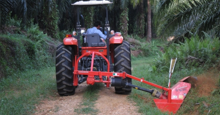 Single Wheel Ditchers with Side Arm by Cosmeco